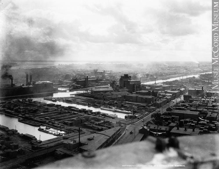 A vintage photograph of Montréal in 1896.
