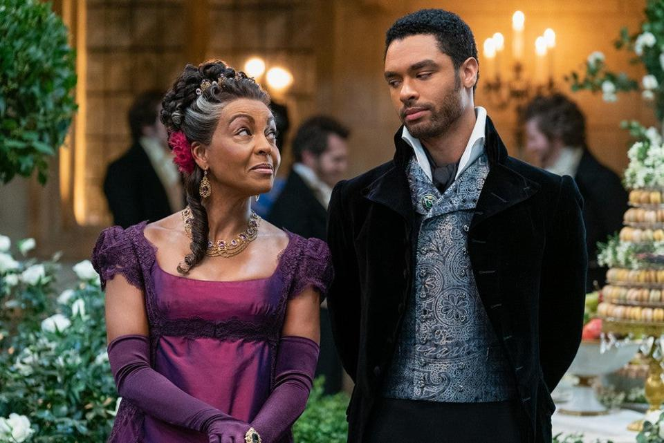 ″Bridgerton″ characters gossip in Shonda Rhimes series for Netflix