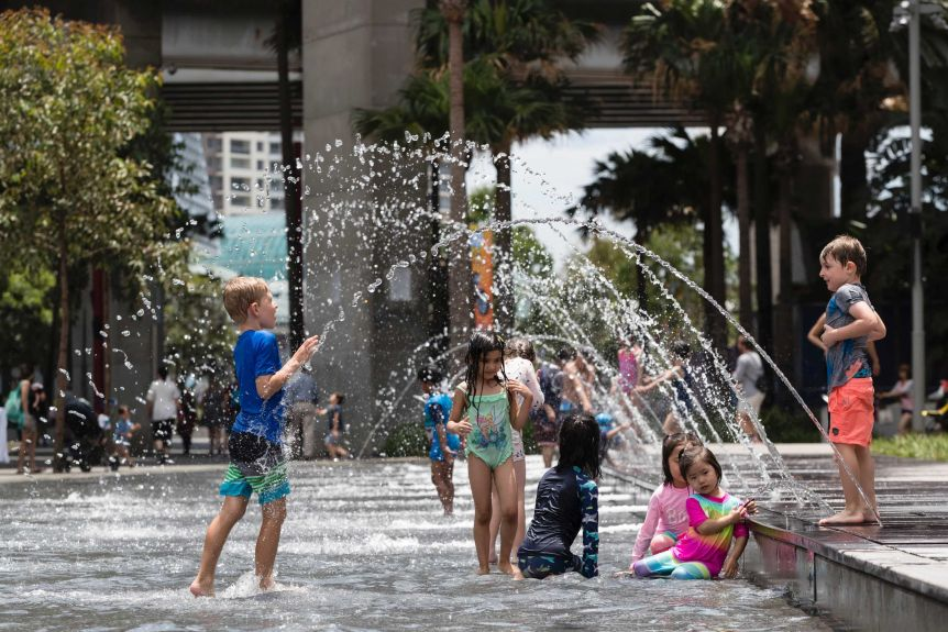 Families take refuge from the heat in Sydney