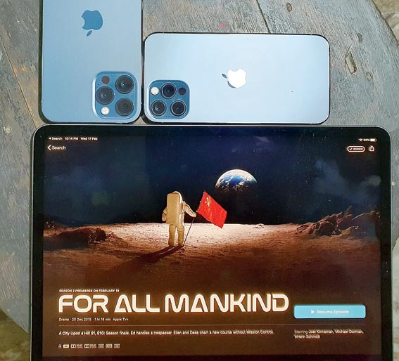 On Apple devices with a LIDAR scanner (iPhone 12 Pro, 12 Pro Max and iPad Pro), the show's fans will be able to use an old slide projector (a segment in the app) that displays photos projected perfectly on any wall in their space.