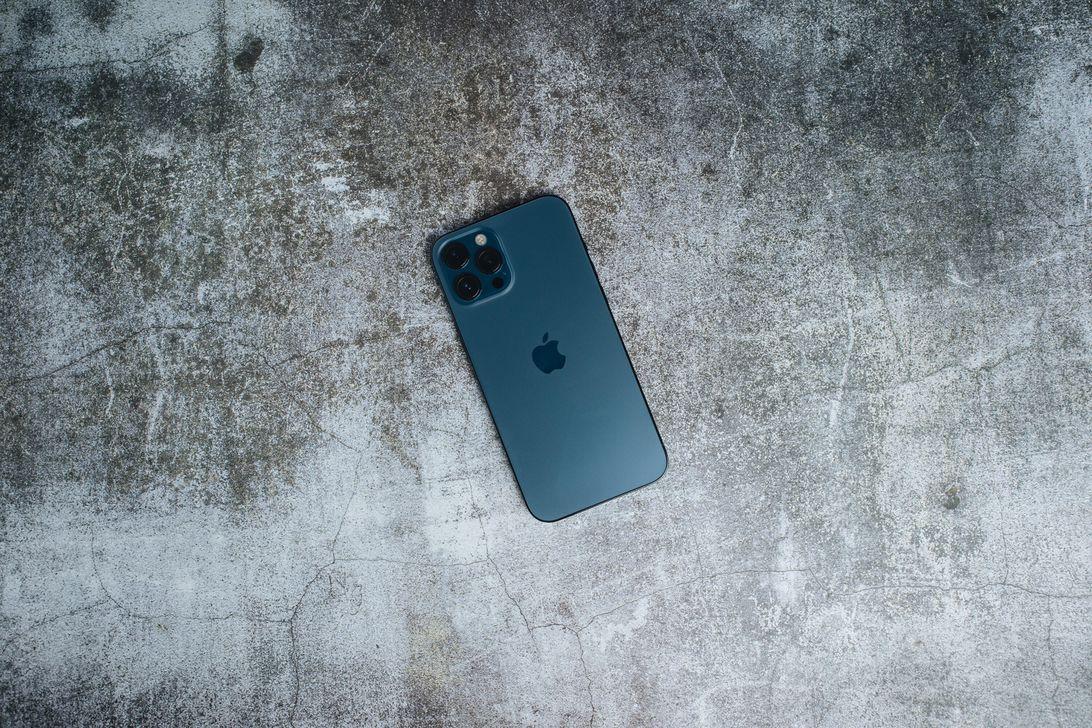 iphone-12-pro-max-product-promo-hoyle-2021-2