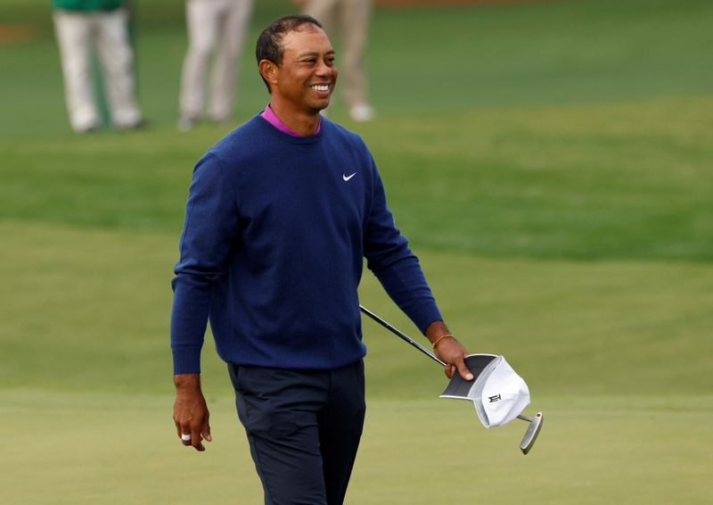 Tiger thanks golfers for red shirt tribute