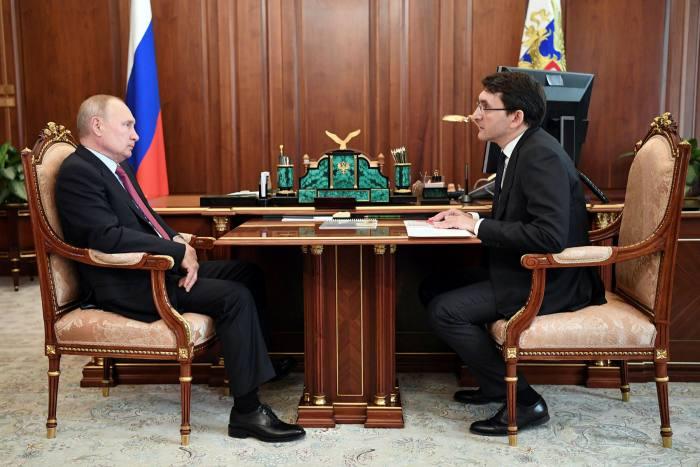 Vladimir Putin, left, meets Andrei Lipov, the head of Roskomnadzor, the censor whose own website was affected by the Twitter slowdown