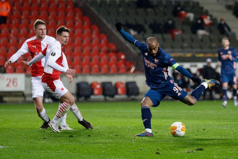 Soccer-Arsenal thrash Slavia Prague to reach Europa League semis