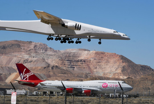 The Stratolaunch plane, the world's largest, comes in for a landing over Virgin Orbit 747 Cosmic Girl after it performed a 2nd test flight in Mojave, California, U.S., April 29, 2021. REUTERS/Gene Blevins