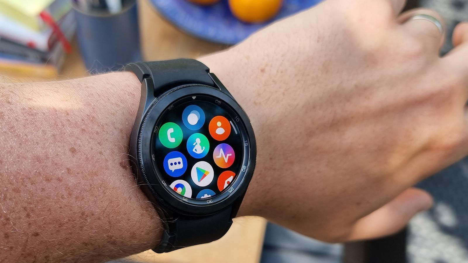 Samsung Galaxy Watch 4 Classic app drawer