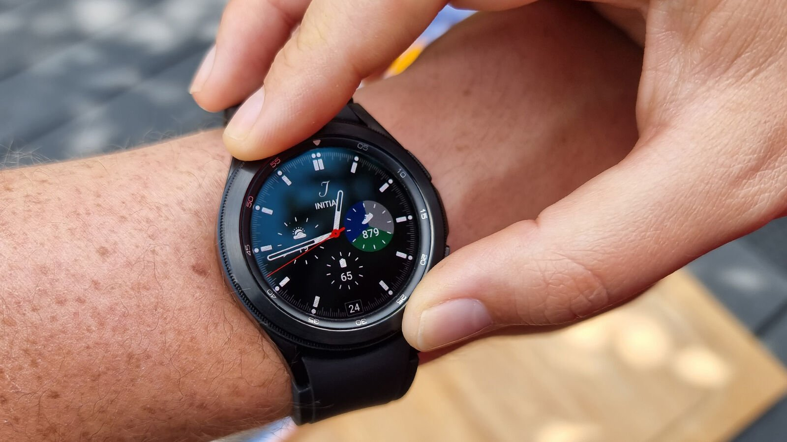 Samsung Galaxy Watch 4 Classic rotating bezel watch face