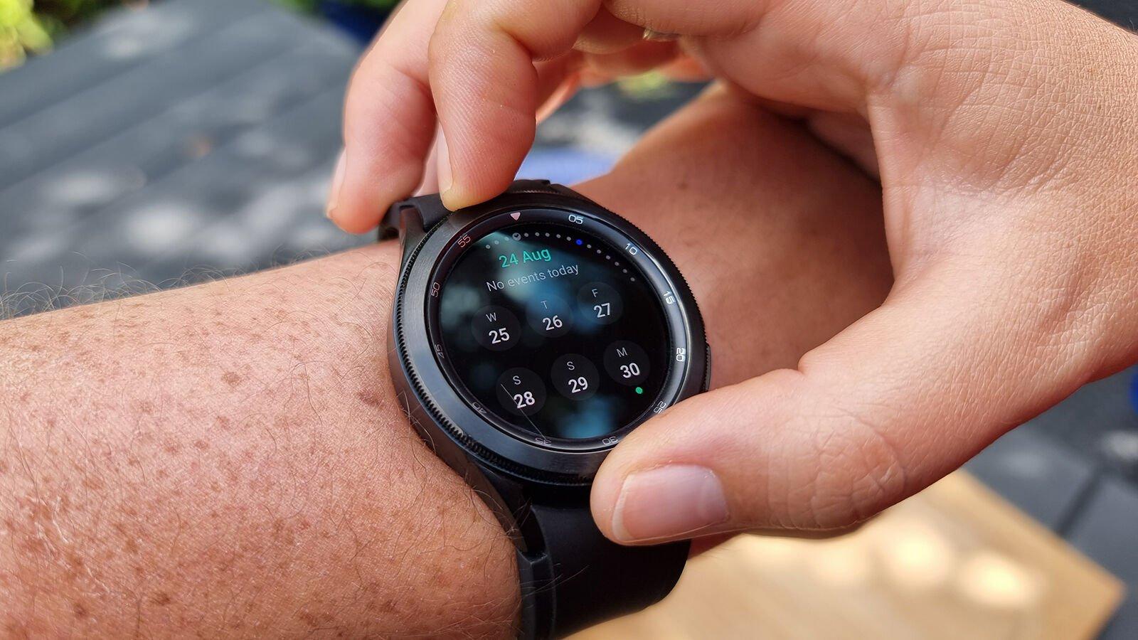 Samsung Galaxy Watch 4 Classic rotating bezel