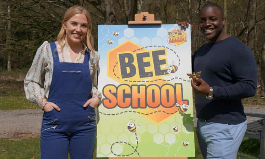 Presenter Maddie Moate with professional beekeeper Curtis Thompson.