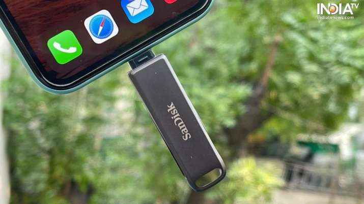SanDisk iXpand Flash Drive helps iOS users to take a backup
