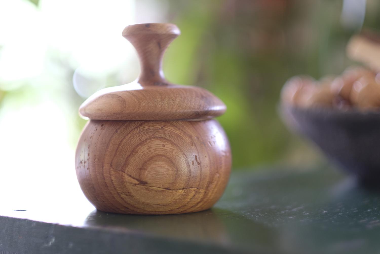 Boîte avec couvercle en bois tourné