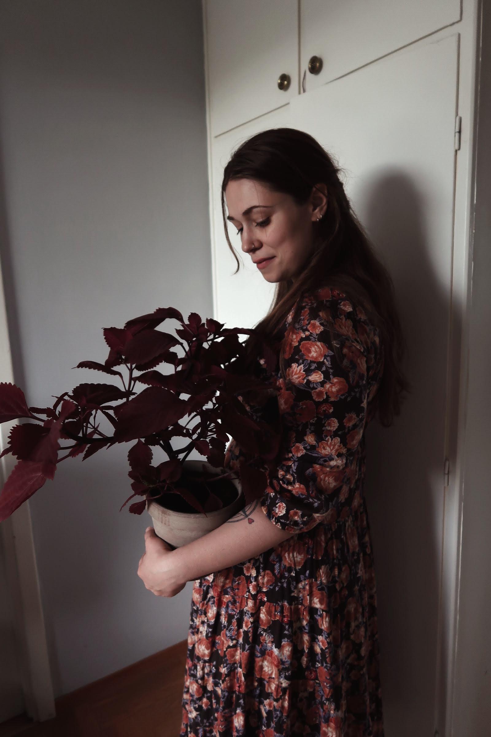Second hand-fyndad blommig klänning