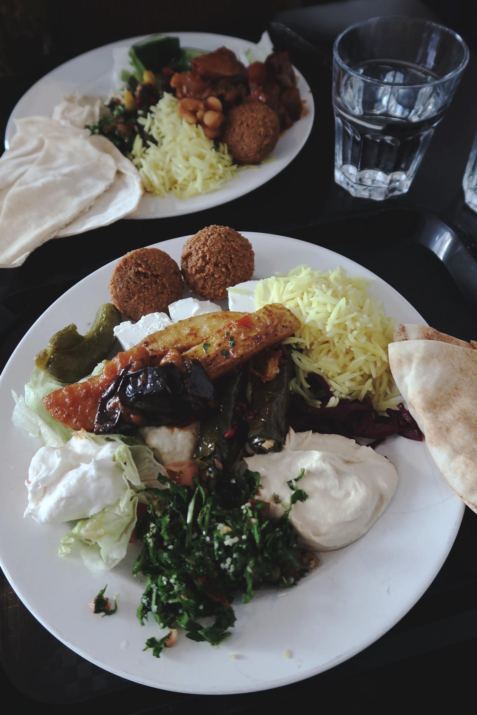 Lunchtallrik på Mezaya i Lund