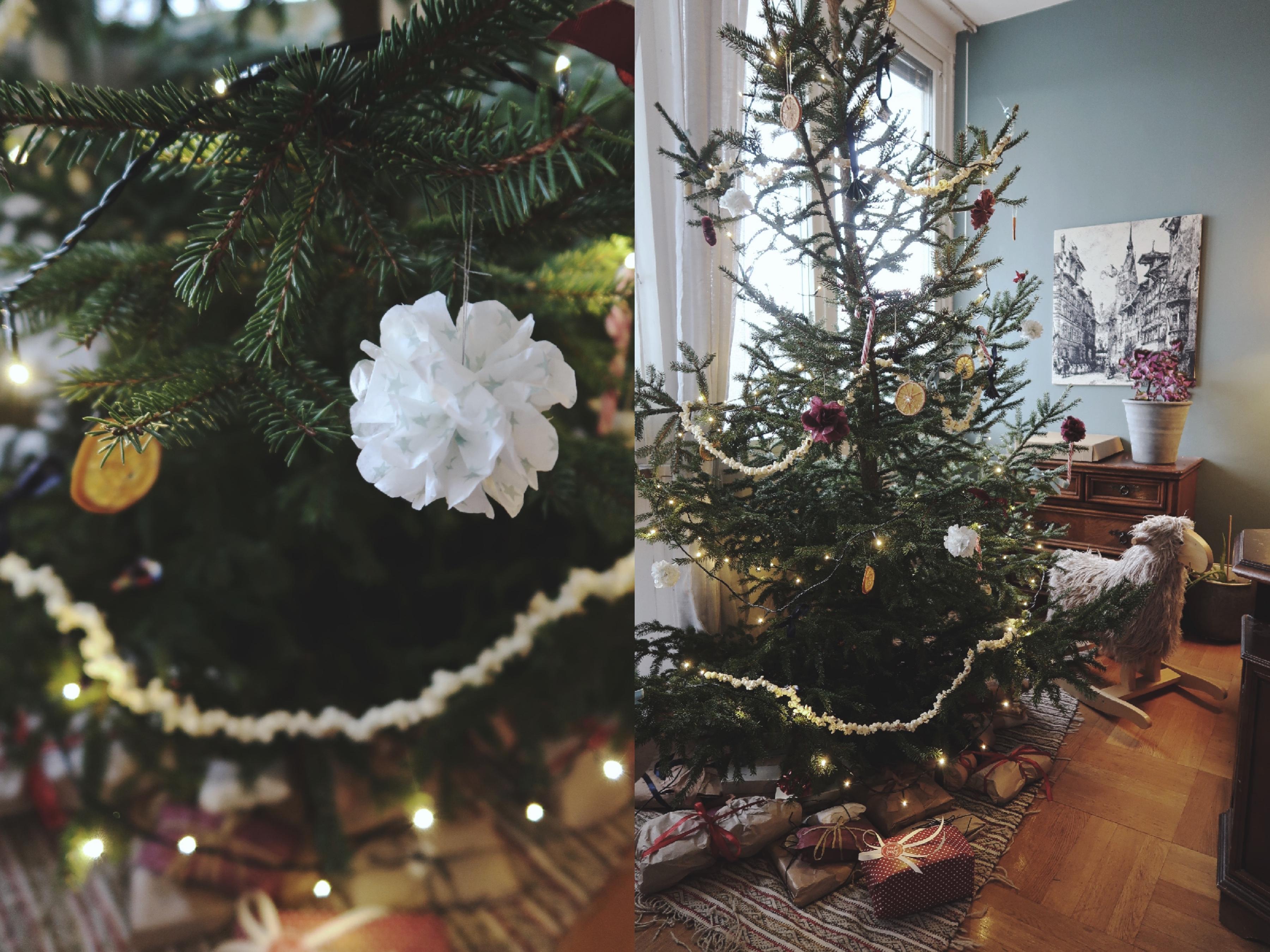 Vår hållbara julgran med återbrukat pynt och pyssel