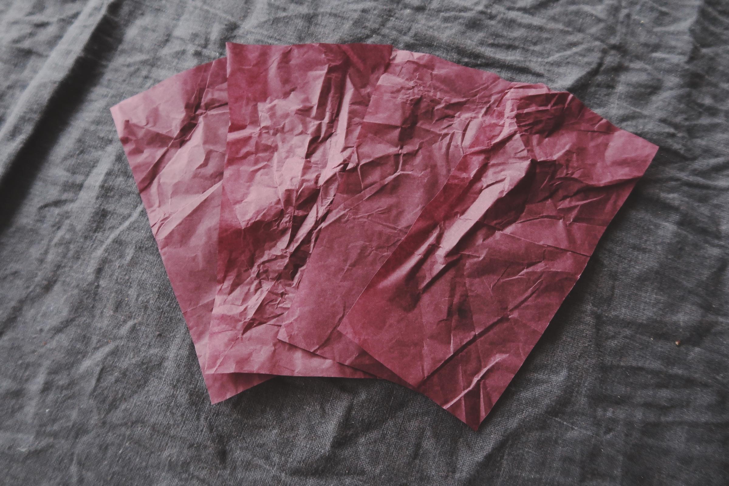 Vinrött silkespapper