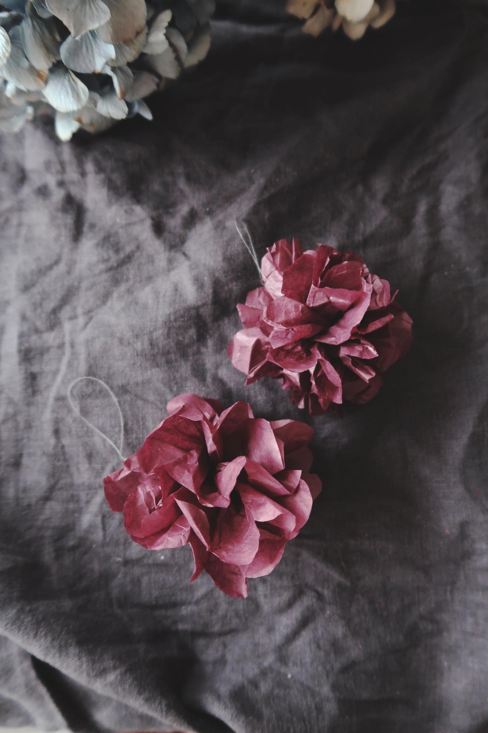 Pompoms av återbrukat silkespapper
