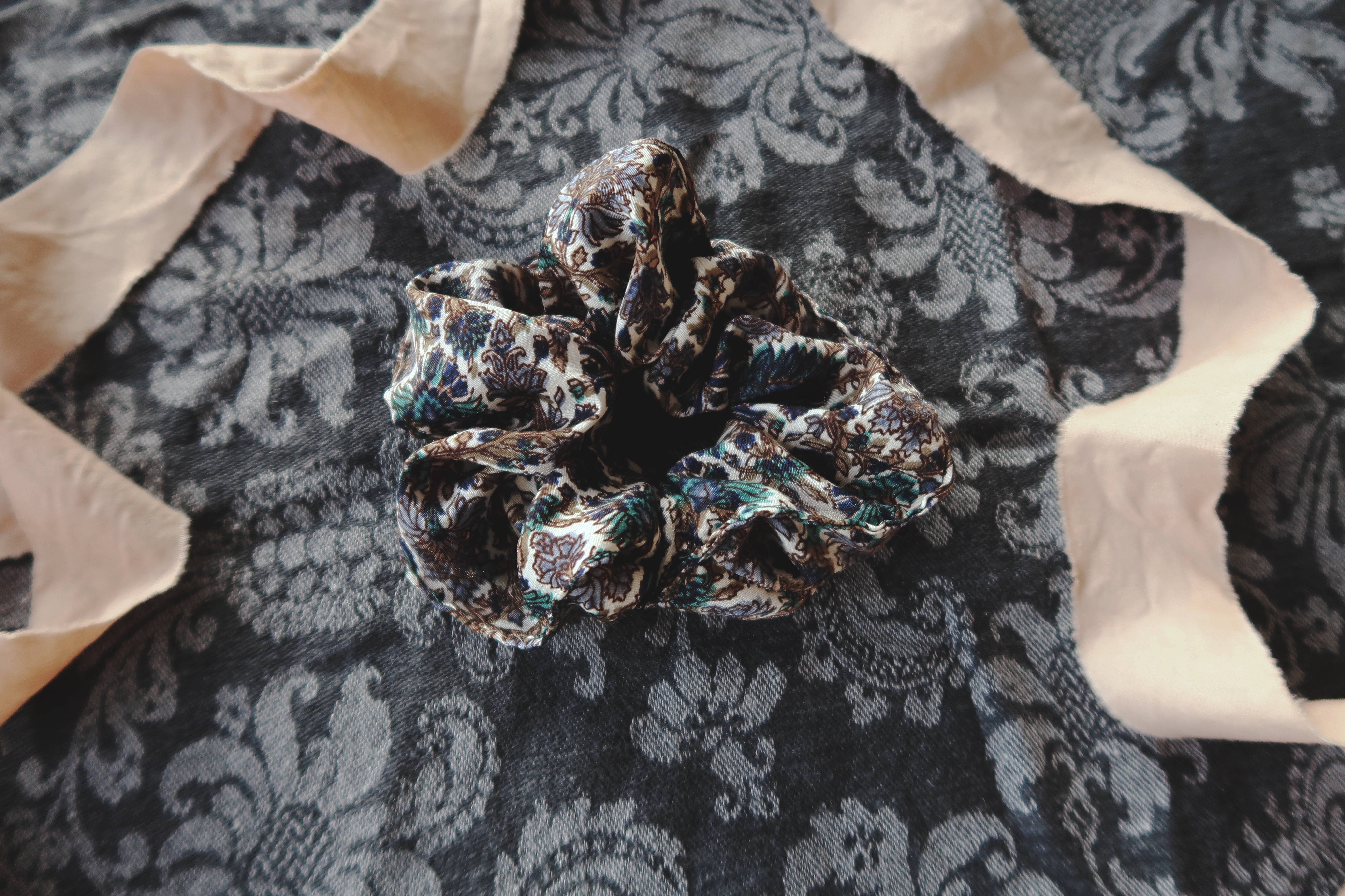 Scrunchie från Cornelia Sun Collective