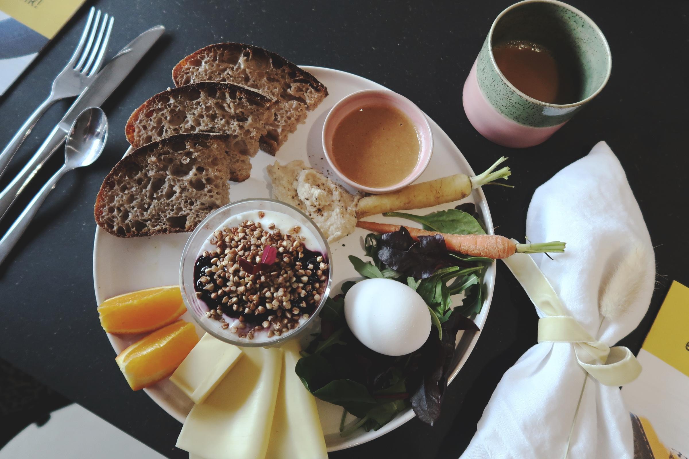 Frukost på Beyond Us