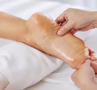 ayurvedic-foot-massage_274689-13223