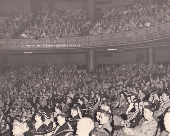 Large audience at Adamski lecture in Detroit, 28 March 1954