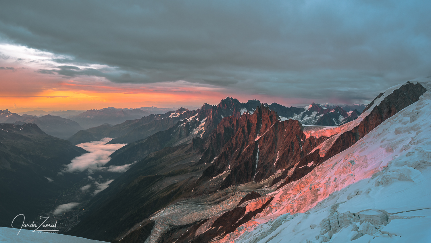 Sunset watching at the Gouter Hut