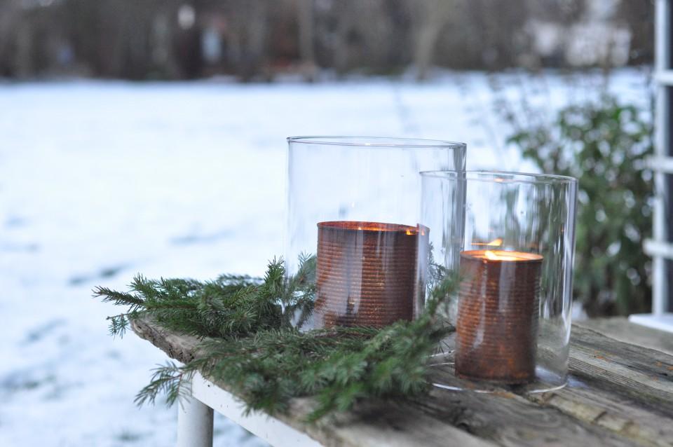 Hygge i januar - levende lys i haven