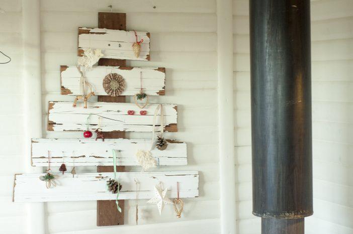 Juletræ af genbrugsmaterialer