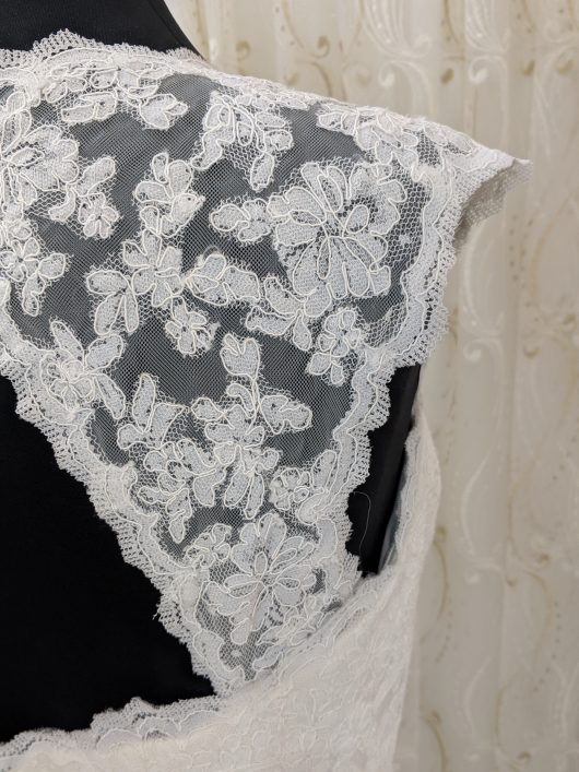 LBB0012 sz10 12 £650 Satin lace mermaid (4)
