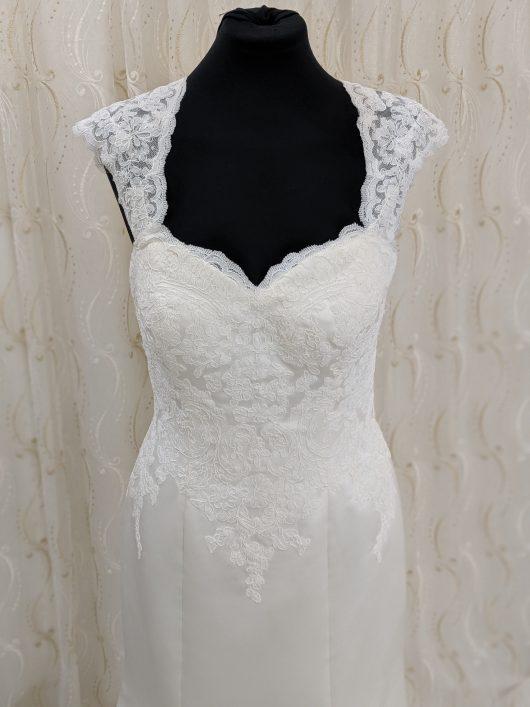 LBB0012 sz10 12 £650 Satin lace trumpet wedding dress