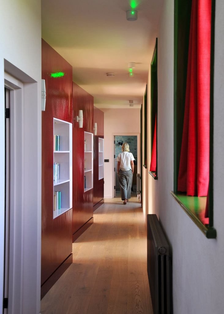 Old wing corridor - bedrooms and bathrooms