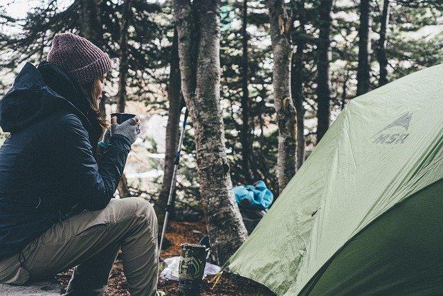 Zelt mit schwarzer Innenbeschichtung gegen Hitze von Quechua und Coleman