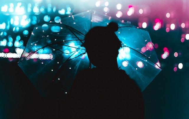 Regenschirm mit Licht Bild