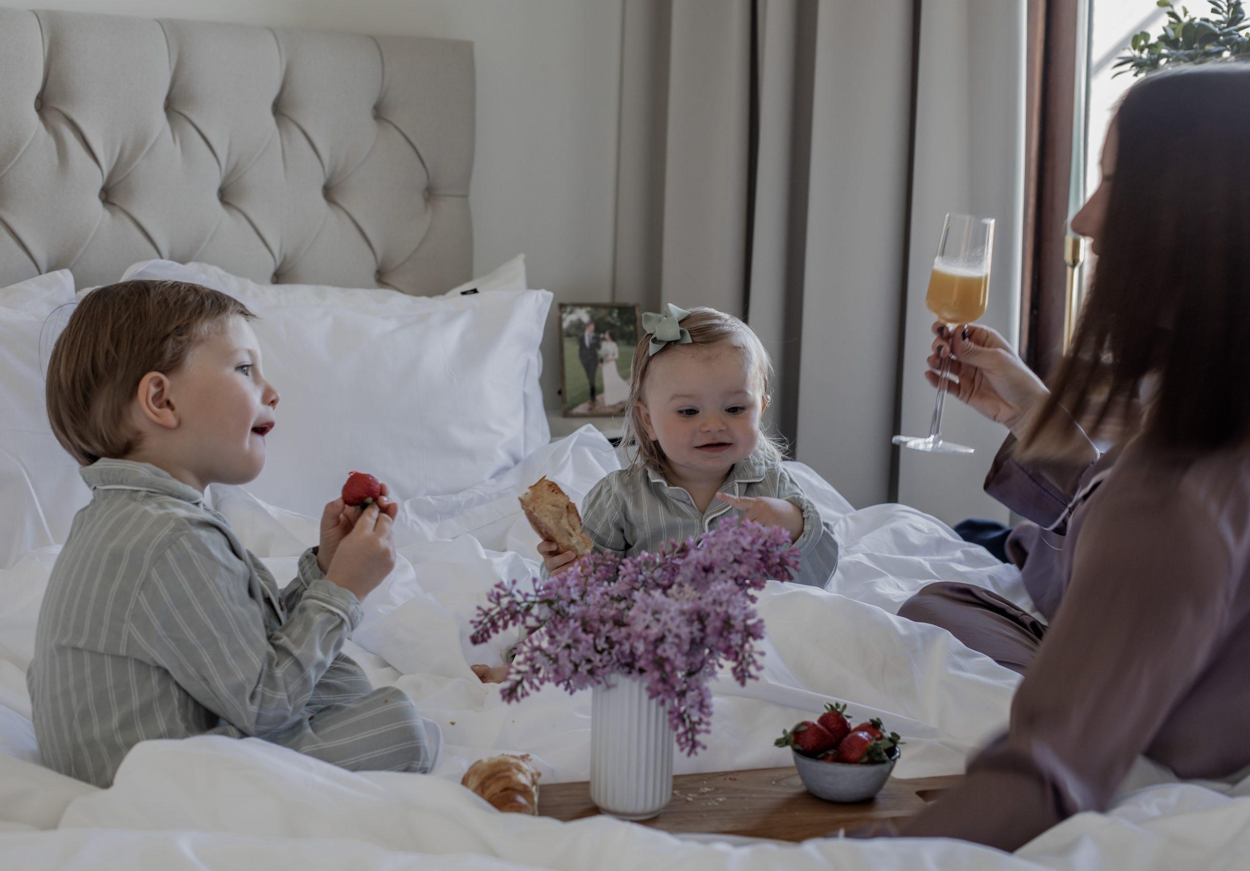 Sovrum med hotellkäsnla