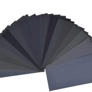 Different grits of sandpaper fanned out in an arch