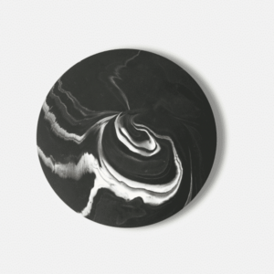 Flat jesmonite plate with a black and white marble design