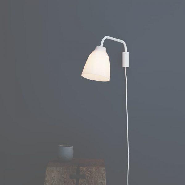 Fritz Hansen Caravaggio Read væglampe Hvid