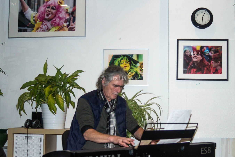die erste eigene Ausstellung Detlef war der E-Pianist