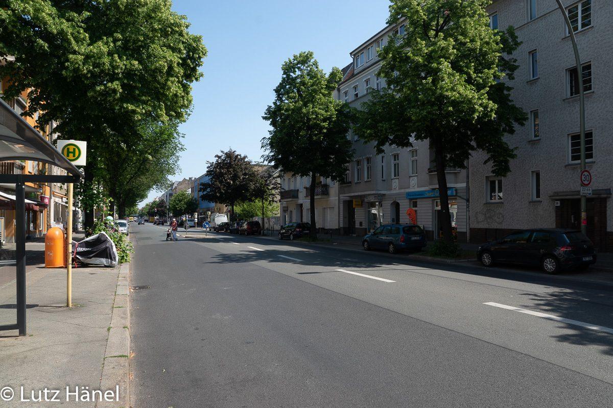 Blick entlang der Baumschulenstraße in Richtung S-Bahnhof