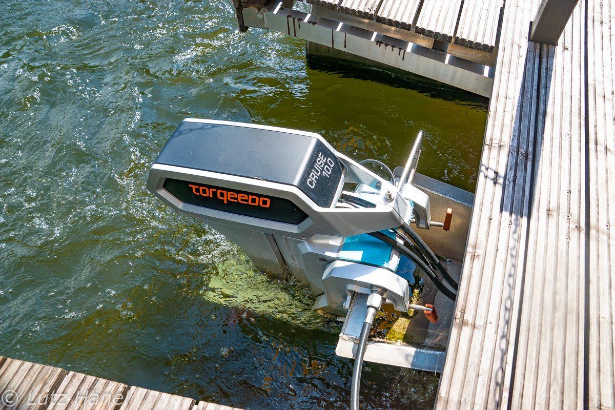 Bei gemütlicher Geschwindigkeit ist von dem E-Motor des Floßes nur ein leises Surren wahrzunehmen.