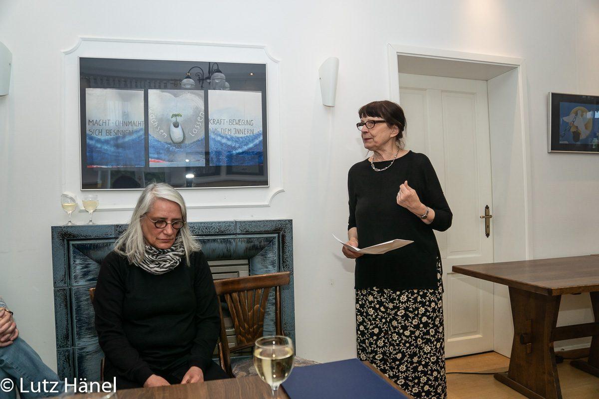 Galeristin Dipl.Med.Päd. Adelheit Johanna Preß eröffnet die Ausstellung