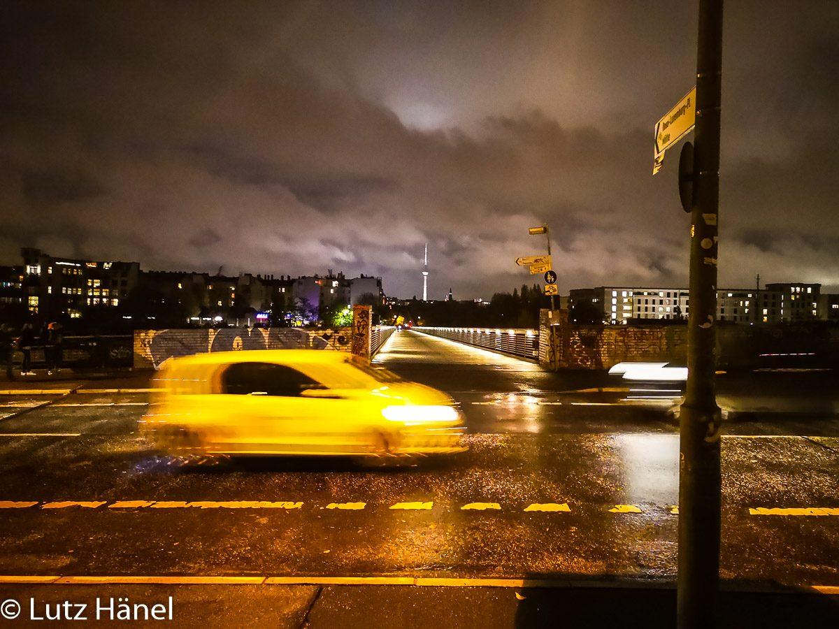 Schwedtersteg bei Nacht im Regen