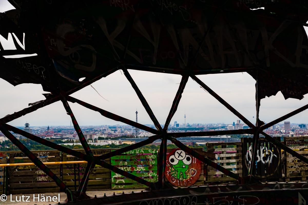Teufelsberg Urbane Grafftis wo auch das Auge hinschaut & Urban-Art-Foto-Tour - Foto aus der Serie Graffiti und Streetart in Berlin