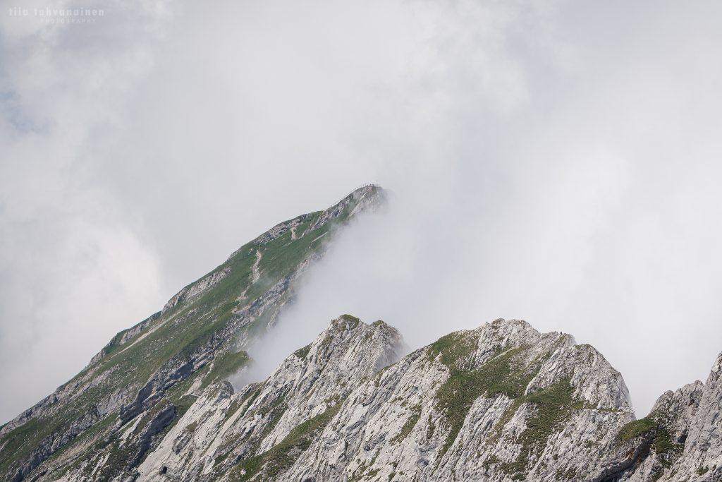 Sumun peittämää vuorenrinnettä Mt. Pilatuksen lähistöltä, Luzernesta Sveitsistä 2018