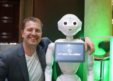 Jens Johansson med roboten Markus - Time Traveller