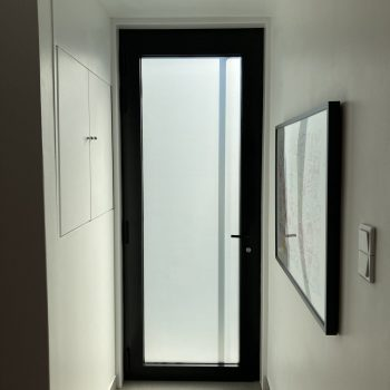 afwerking voordeur in alu binnenzijde