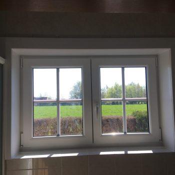 plaatsen van raam in pvc binnenzijde