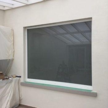 raam met geluidswerende beglazing in melkglas