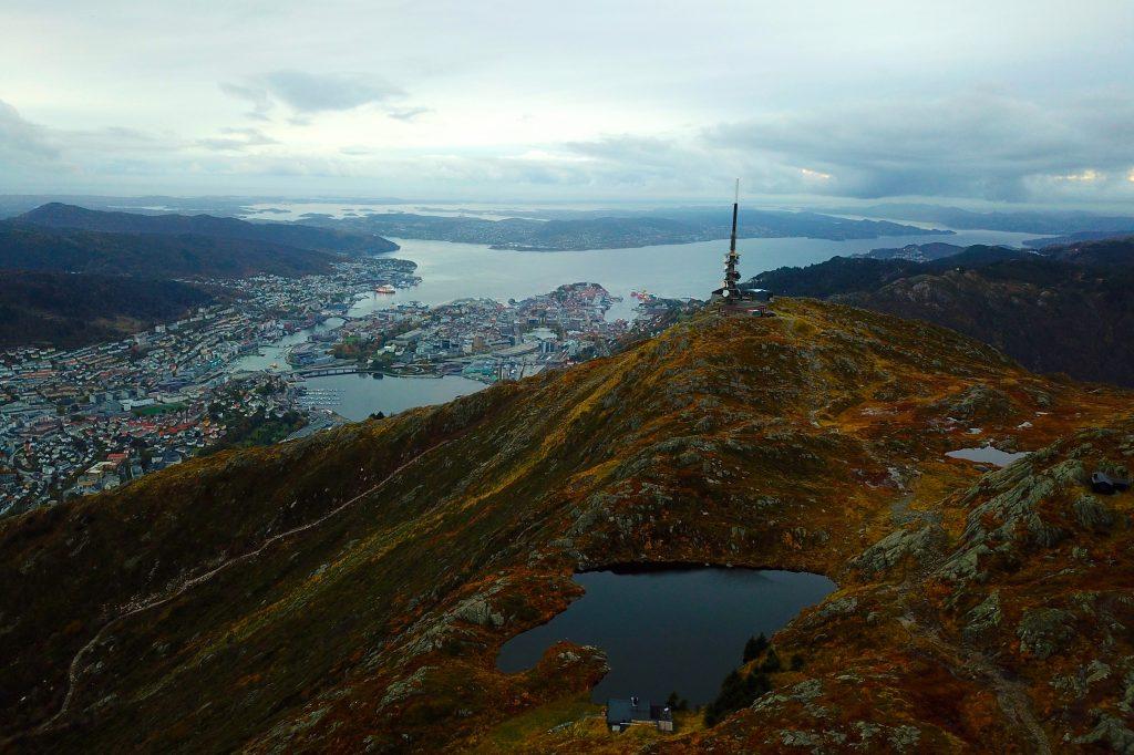Det går sherpatrapper opp til masten på fjellet Ulriken.