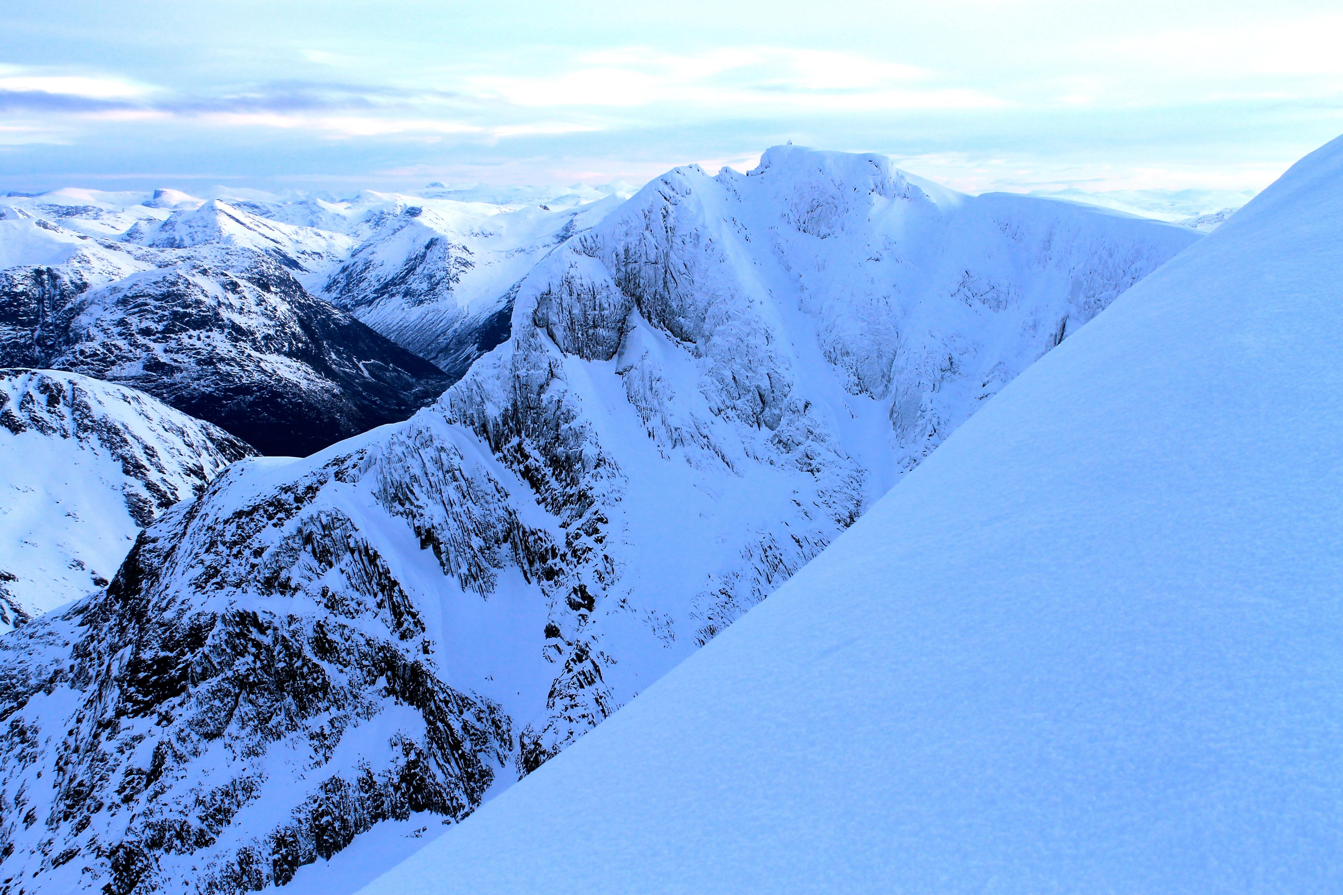 Stryneskåla (1.848 moh) sett fra Skåla.