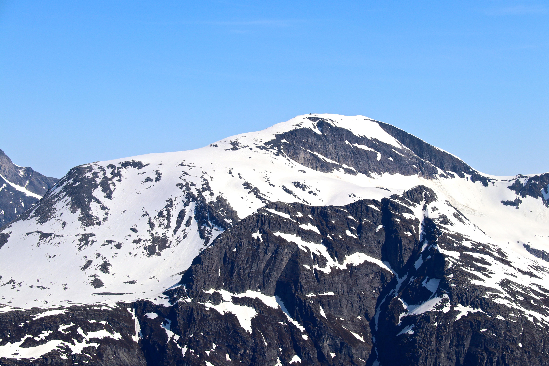 Skålatårnet og Skålabu er spektakulære hytter bygget på toppen av Skåla 1.843 moh.
